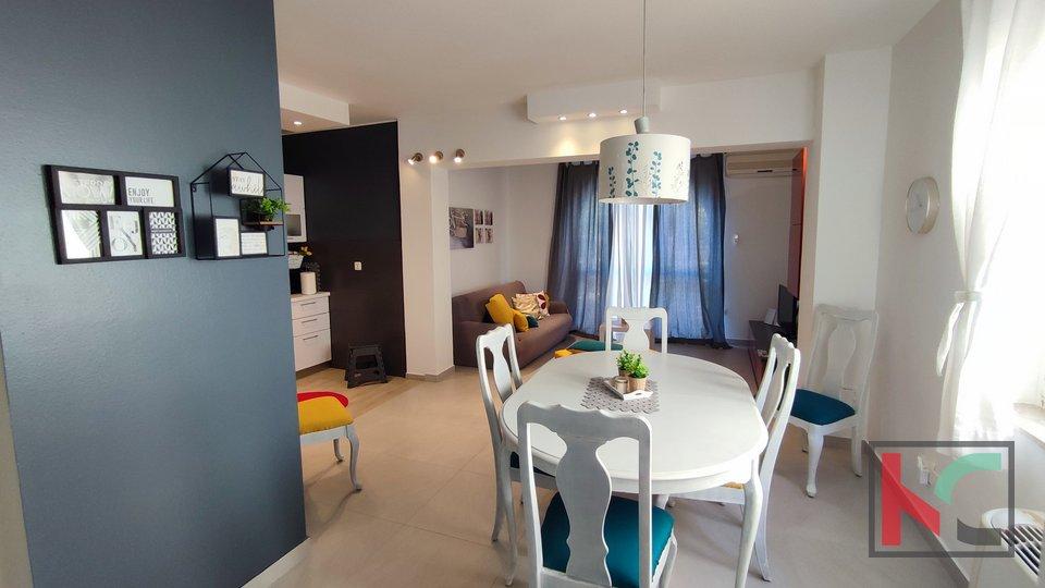 Istra, Pula, družinska hiša 419,26 m2 s tremi apartmaji in urejenim vrtom