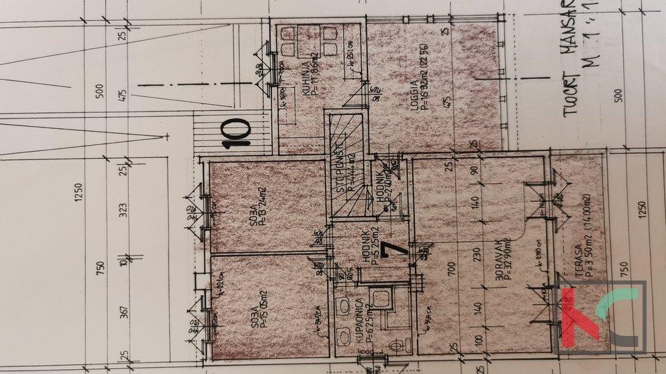 Pula, prostrani stan 111,81m2 u manjoj stambenoj zgradi