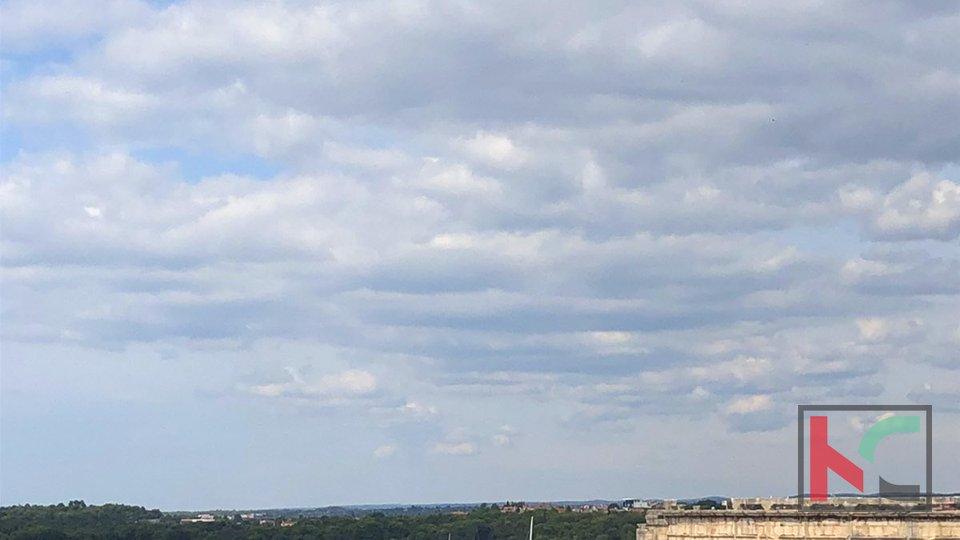 Pula, osunčan stan na top lokaciji s pogledom na more