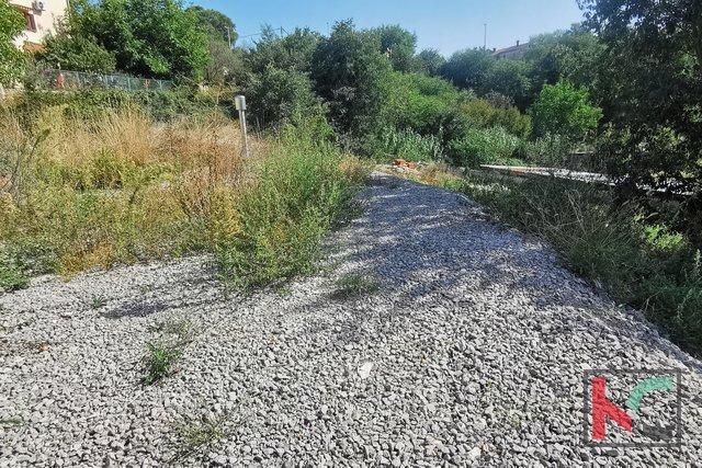 Loborika, građevinsko zemljište 881m2 sa infrastrukturom na terenu