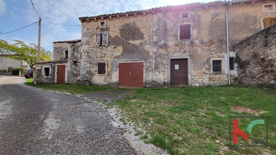 Istria - Barban, old Istrian stone house with garden