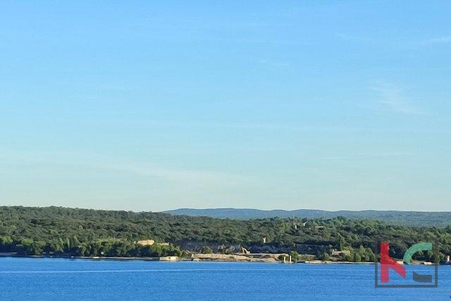 Pula, Stoja, stan sa pogledom na more, 300m od mora