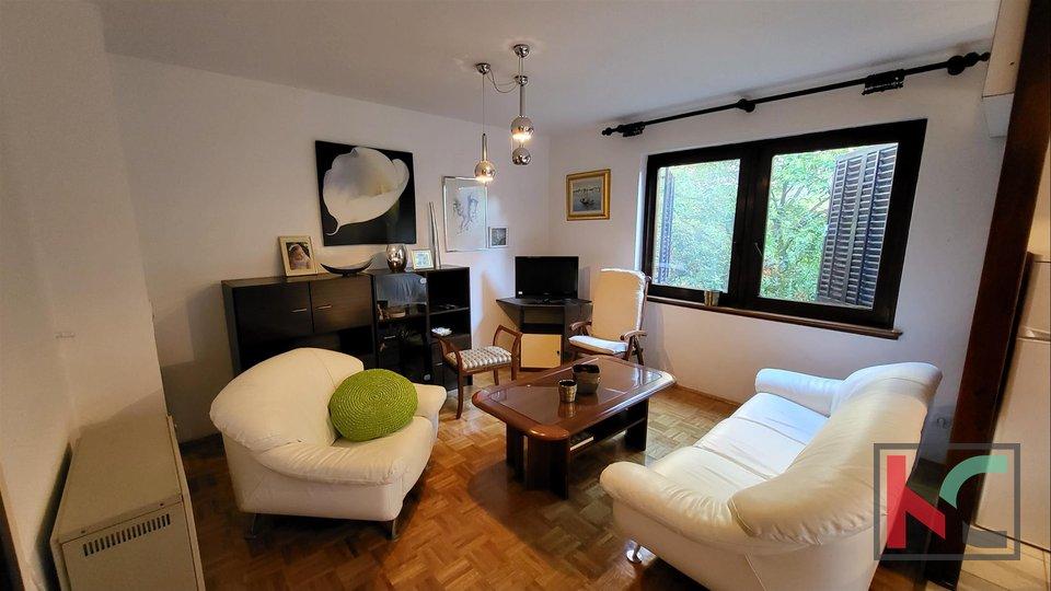 Pula, Stoja, stan u prizemlju 65,30m2 sa terasom i uređenom okućnicom, 300m do mora