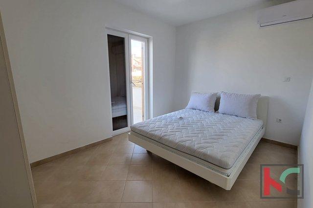 Istra, Premantura - Volme, štirisobno stanovanje 115,45 m2 z bazenom