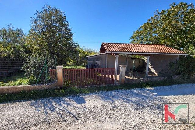 Pula, Busoler, zemljišče 4022m2 s hišo in 180 oljkami