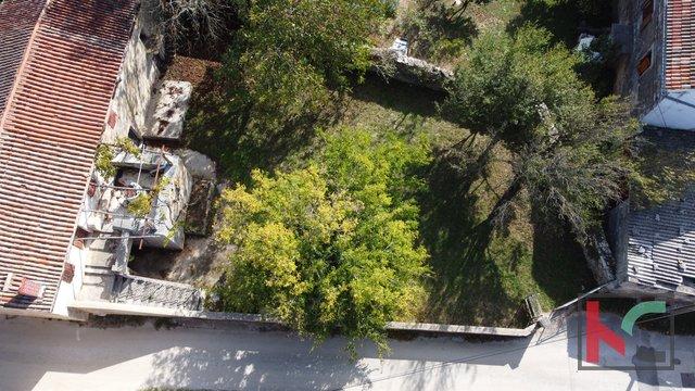 Istrien, ein seltenes freistehendes istrisches altes Steinhaus auf 687m2 Garten, in der Nähe von Rovinj