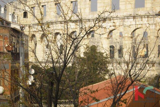 Pula, renovirani stan 127m2 u centru. Pogled more
