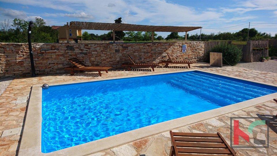 Atraktivna Villa s bazenom u Bijažićima