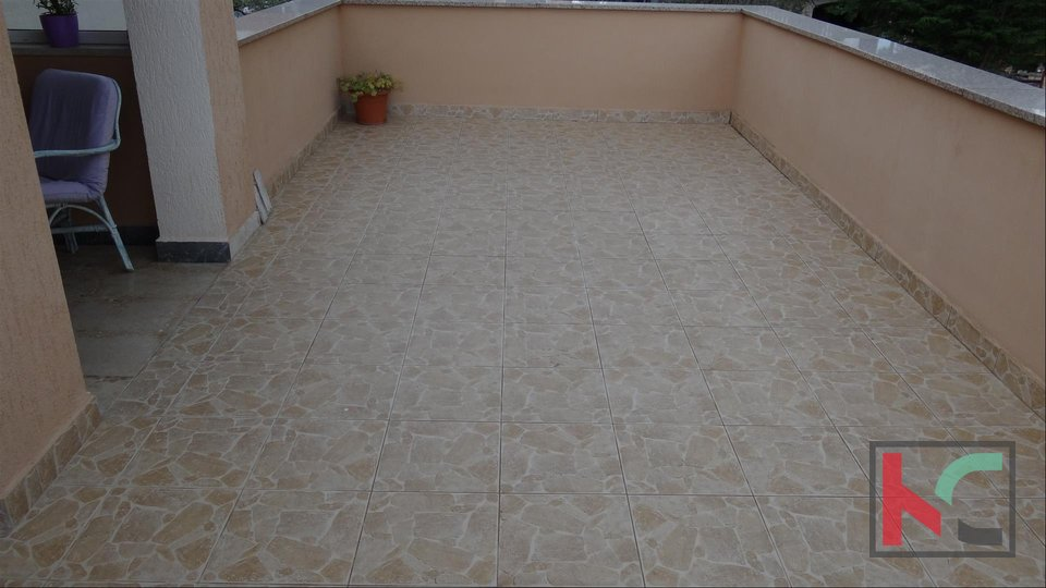 Pula, house with three apartments, land 1000m2