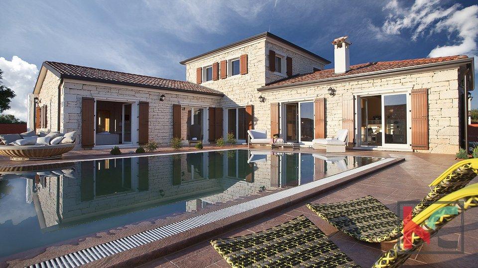 Svetvinčenat, Vila 220m2 hiša z bazenom  vrt 1600m2