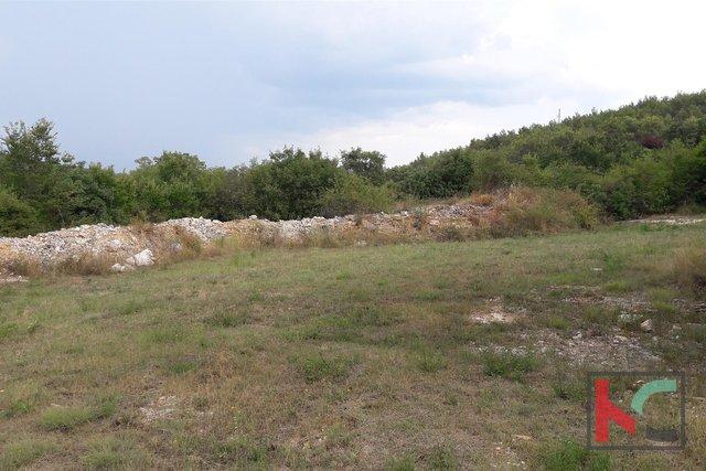 Rovinjsko Selo, nedokončano hišo 450m2, vrt 3521m2