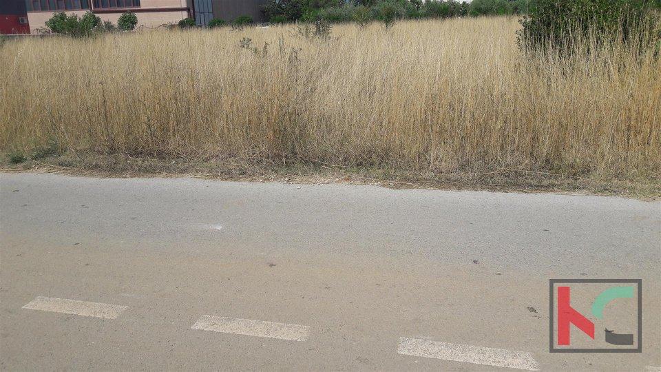 Pula, Ševe građevinsko zemljište 4000 m2, za stambenu ili poslovnu namjenu