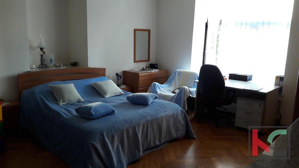 Pula, die österreichisch-ungarische Villa 510 m2 Grundstück 617m2