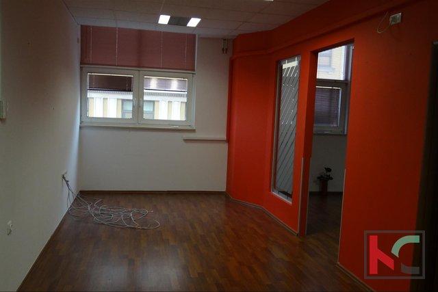 Pula, Centar poslovni prostor na drugom katu 48,63m2