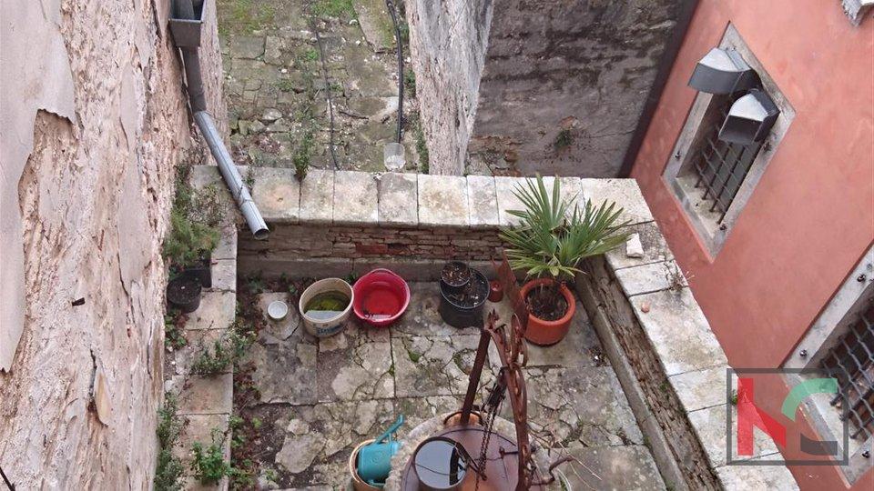 Vodnjan, II. / III. floor in the center / IDEAL FOR HOSTEL