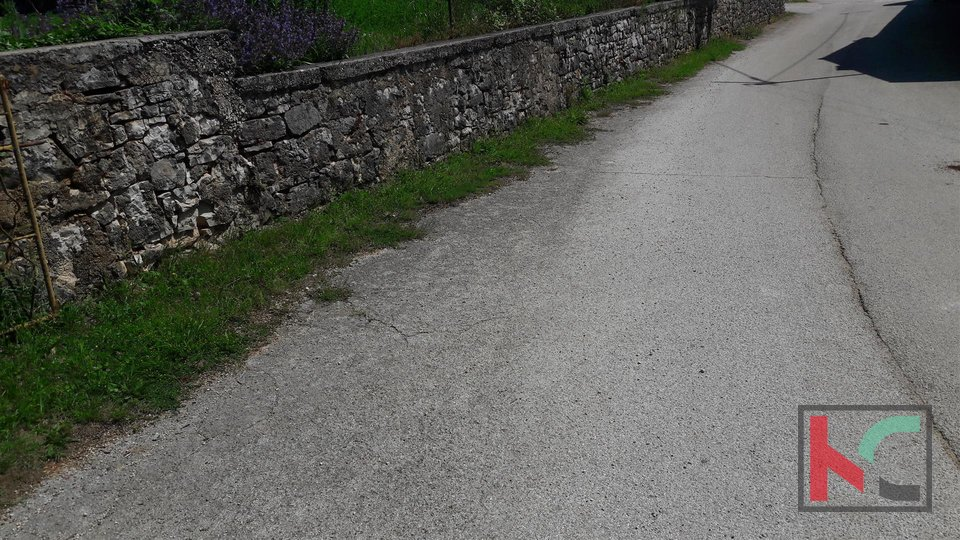 Istra, Zminj, unfertiges Haus auf 180m2 Garten von 1500m2