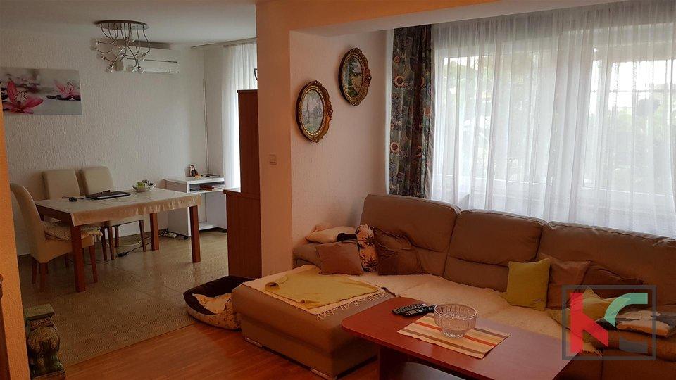 Pula, Pješčana Uvala Mehrfamilienhaus mit 7 Wohnungen mit Blick auf das Meer