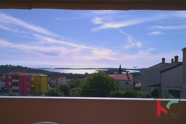 Štinjan, atraktivna etažirana kuća / 5 namještenih apartmana / panoramski pogled na Brijune