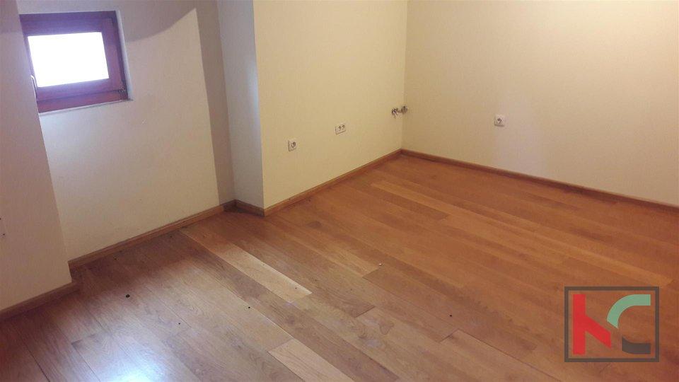 Rovinj, Zentrum Angepasstes Haus mit zwei Wohnungen 95.48m2