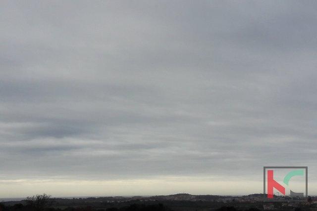 Rovinj, Eigentum von 220.000m2 mit drei Gebäuden 420m2
